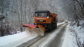 Au fost împrăștiate 311,5 tone de material antiderapant pe drumurile din Cluj